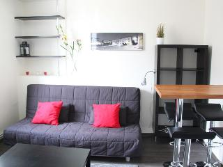 Cathedral area, 1 quiet bedroom, 3rd floor, Reims