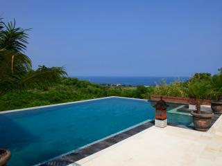 Villa Oscar: new villa with magnificent beachview!, Temukus