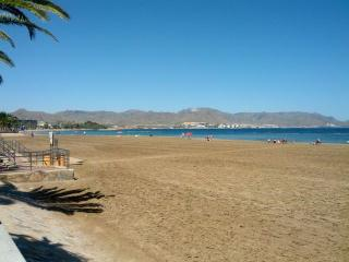 Sleeps 8, right by the beach, Puerto de Mazarron