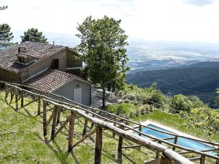 Villa Rosmarino-property with amazing views, Cortona