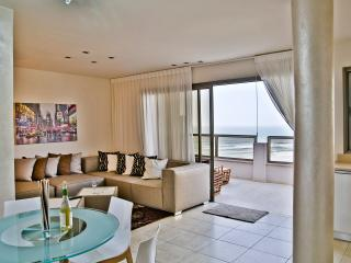 amazing friendly penthouse, Bat Yam