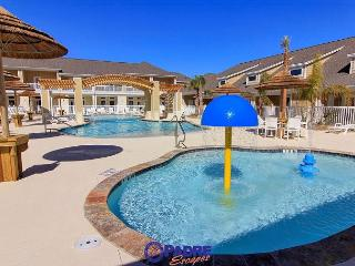 All-new Poolside Property that's close to the Beach!, Corpus Christi