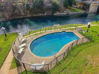 Comal Riverfront! Steps from Water park! Community pool, direct river access!