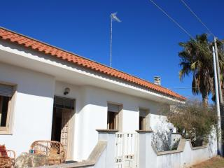 Large, Low Cost, Seaside Villa, Marina di Mancaversa