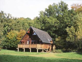 Mole End. A wooden lodge in Devon national park, Drewsteignton