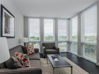 HOMEY AND VIBRANT FURNISHED 1 BEDROOM 1 BATHROOM APARTMENT, Deerfield