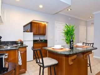 Beautiful 1 Bedroom Townhouse in West Hollywood - Steps to Sunset Strip