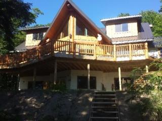 Bearhead Log cottage, Parry Sound