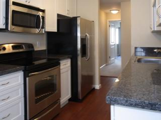 STUNNING AND BEAUTIFULLY FURNISHED 1 BEDROOM APARTMENT IN SUNNYVALE, Sunnyvale