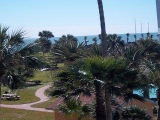 2 BR Ocean View condo on quiet end of Seawall Blvd, Tiki Island