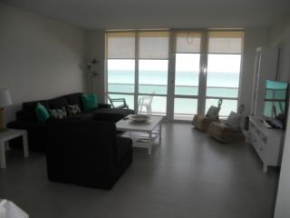 BEAUTIFUL 3/ROOM DIRECT OCEAN VIEW, Miami Beach
