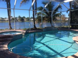 Fantastic private lake view 5 bed Villa pool + spa Jensen Beach/Stuart preserve