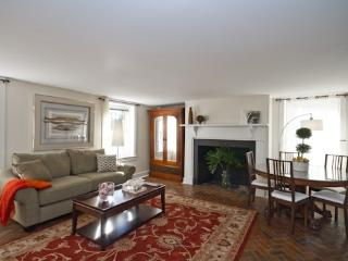 One-Level Garden Apartment With Private Parking, Savannah