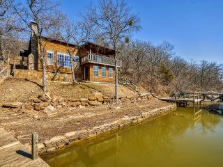 Inviting 3BR Waterfront Chico Cabin on Lake Bridgeport w/Private Dock, Boathouse, 2 Slips & Gorgeous Views - Close Proximity to Wise Public Park, Decatur & Bridgeport!