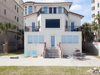 Golden Star, 7 Bedroom & Loft, Beach Front, Near Mayo Clinic, Sleeps 18, Jacksonville Beach
