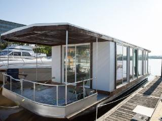 42 Foot MetroShip Houseboat - Downtown Providence