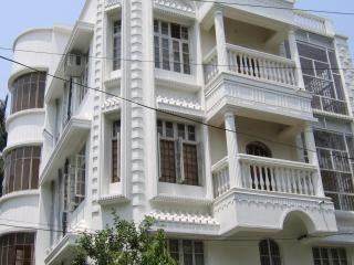 AC 2 Bed 3 Bath +1 study grnd flr.2000 gatedBigbazar, Restaurants, Cinema, Hyatt