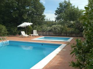 Appartamento  IL NOCE in Agriturismo con piscina