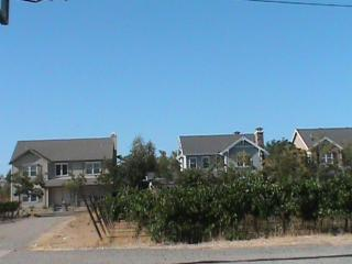 CLEAN, COMFORTABLE AND SPACIOUS 2 BEDROOM, 1 BATHROOM HOME, Livermore