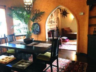 Beautiful Spanish Style House - Lower Hills - Safe Neighborhood!, Oakland