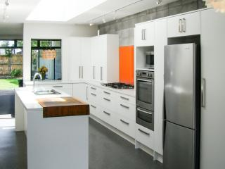 FABULOUS IN FITZROY Location & Joyful Luxury, New Plymouth
