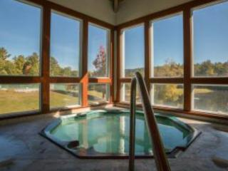THE SUMMIT LODGE- White Mountains Private Retreat House-In Resort- ski,pool,view