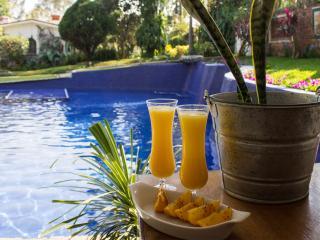 Vintage Villa Amecameca w/ Pool, Tropical Gardens, Cuernavaca
