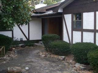 Hidden Oasis Retreat, Private Pool, Hot Tub, Huge Yard, Trolley Route, Boat Parking, Eureka Springs