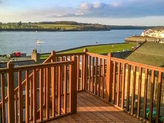GLAN HELYG, lovely accommodation, WiFi, garden, waterfront views, in Y Felinheli, Ref 932088