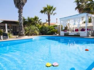 Villa with pool 50mt from the Beach, Marina di Mancaversa