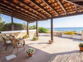Pleasant Beachfront Villa, Capilungo