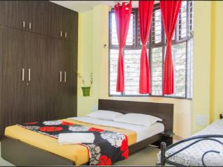 Trendy & large room in cozy B&B -2, Bengaluru (Bangalore)
