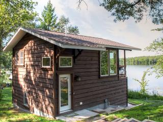 Serene 1BR Lakefront Cabin Just 3 Miles from Downtown Brainerd w/Wifi, Deck & Amazing Lake Views - Great Year-Round Fishing