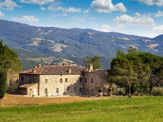 Casale di Reschio, Sleeps 12, Cortona