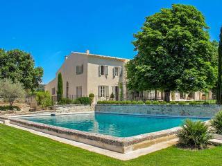 Villa Riviere, Sleeps 12, Saint-Cannat