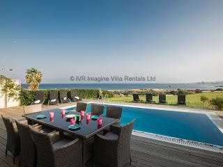 Leana Front Line VIlla, 4 bed with pool