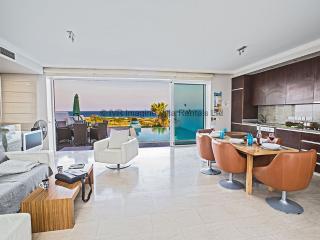 Selina VIlla, Modern 5 bed villa, Front Line