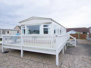 4 Berth caravan in Breydon Water Holiday Park near Great Yarmouth Ref 10098