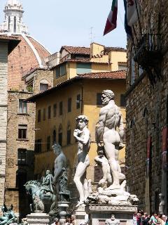 Piazza della Signoria, 5 minutes by walk from La Loggia