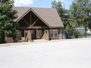 Livin Lakeside Lodge-Pet Friendly 1 bedroom Lodge at StoneBridge Resort, Dora