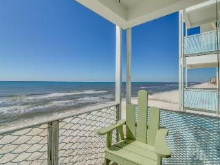 Ocean front condo w/ double balconies & shared pool - special Snowbird rates!