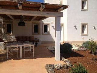 Private modern villa with pool ideally located., San Vito dei Normanni
