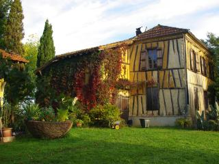 Le Bernussan B&B in Traditional Colombage House, Vic-Fezensac