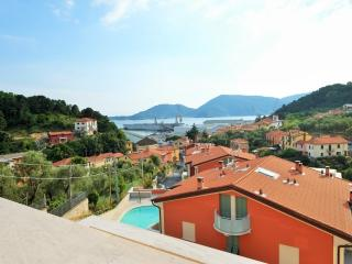 Modern penthouse with pool near Lerici- 5 terre, San Terenzo