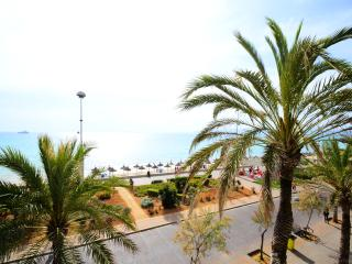 Moon 3 superbly located apartment facing the sea, S'Arenal