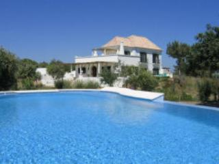 4 bedroom coastal villa with pool -in Ria Formosa