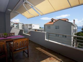 Apartment Mirsa, Stanici