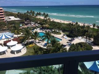 Beach front cond 2/2 direct beach view on 10 floor, Miami Beach