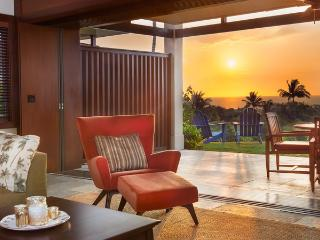Luxury 2BD/2BA Four Seasons Villa With Ocean Views, Kailua-Kona