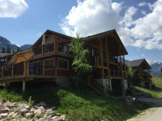 Slopeside Kicking Horse Condo - Private Hot Tub!!, Goleen